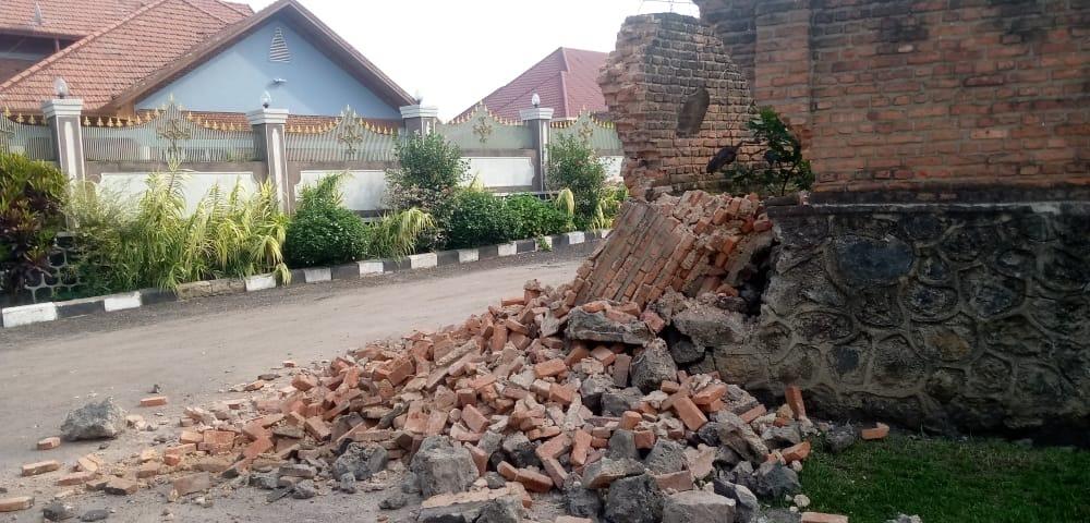 Crumbled building brick near Wellspring's office in Gisenyi, Rwanda.